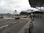 Ruzyně, letiště, terminál 1, zastávka LP a stanoviště taxi.jpg