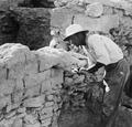 Sågning i tegelmuren L8. Idalion. utgrävning - SMVK - C00859.tif