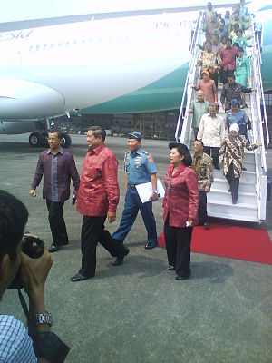 Susilo Bambang Yudhoyono - Yudhoyono with his wife at opening of new Garuda Indonesia headquarters