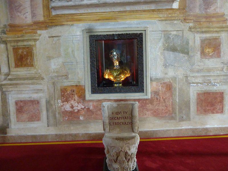 S Pancrazio - navata dx, qui fu decapitato, reliquario P1110653.jpg