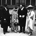 Sacha Guitry et Yvonne Printemps 1919.jpg
