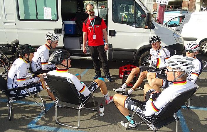 Saint-Amand-les-Eaux - Paris-Roubaix juniors, 12 avril 2015, départ (A26).JPG
