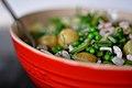 Salat af nye kartofler, ærter, asparges, rejer, rødløg og dild (4746810662).jpg