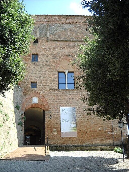 San Giovanni d'Asso, Rocca, facciata principale