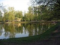 Sankt-Petěrburg, vodní plocha v Parku Vítězství.jpg