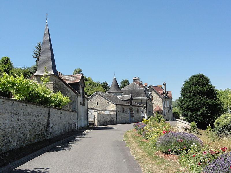 Serval (Aisne) Rue des frêres Lagrange, 2 tours-pigeonniers