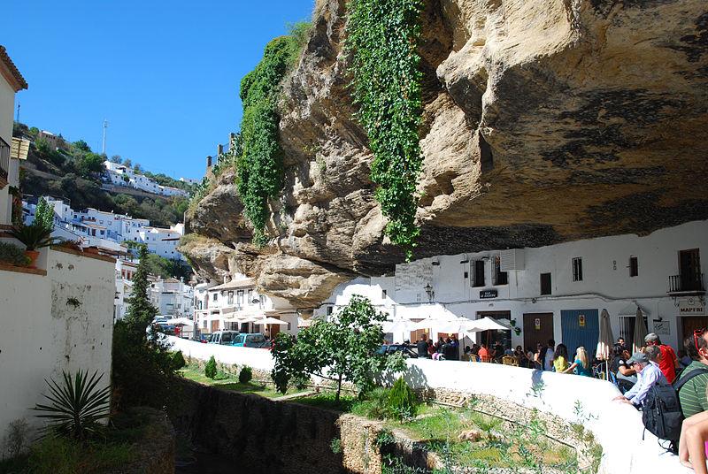 Vista de la localidad de Setenil de las Bodegas, en la provincia de Cádiz - image by Andrei Dimofte, via Wikipedia