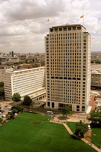Shell Centre - Shell Centre as seen from the London Eye, before redevelopment of Jubilee Gardens (bottom). The tower building is in the foreground, another wing of the upstream building is on the left and part of the old downstream building can be glimpsed on the far left.