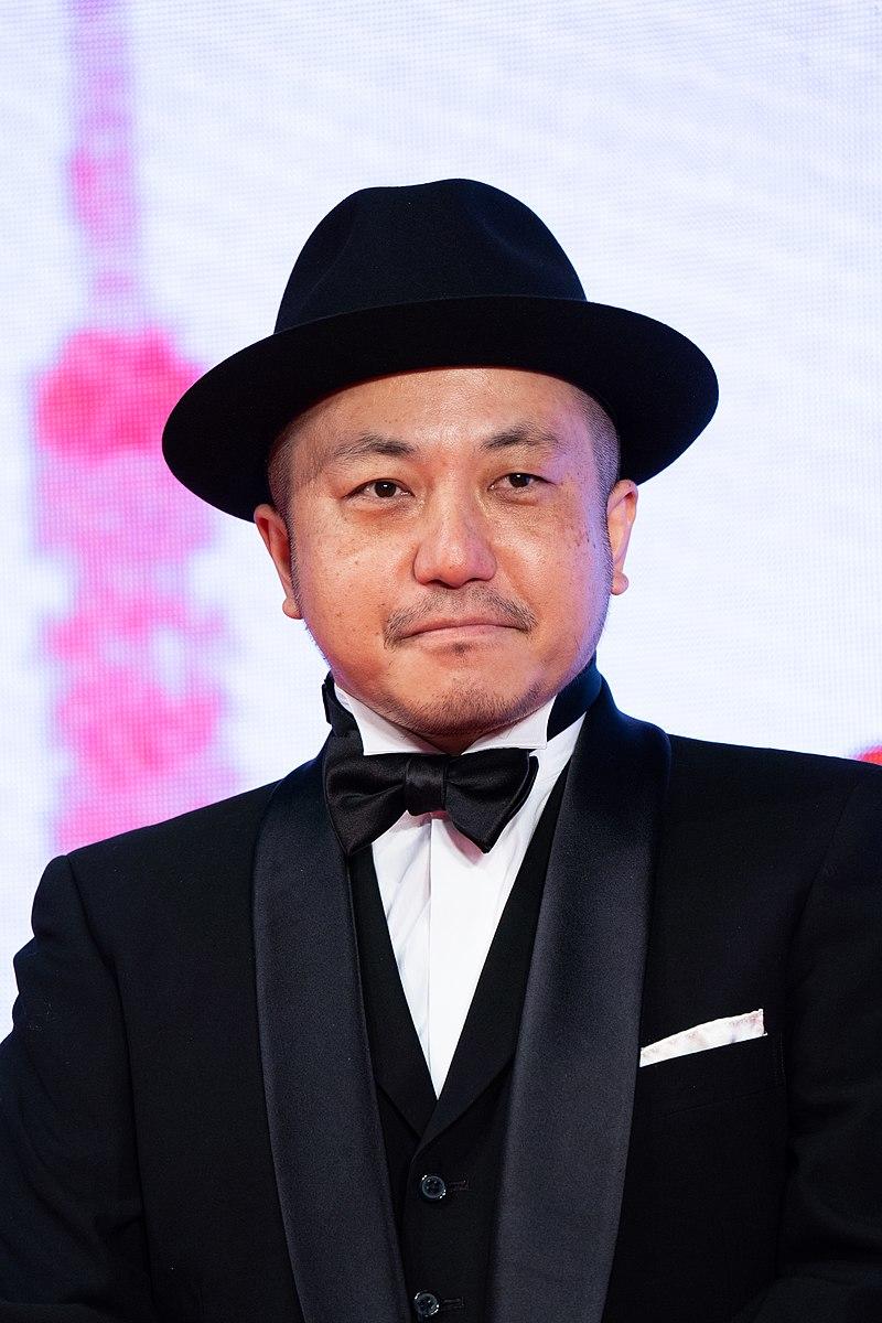 https://upload.wikimedia.org/wikipedia/commons/thumb/8/80/Shiraishi_Kazuya_from_%22One_Night%22_at_Opening_Ceremony_of_the_Tokyo_International_Film_Festival_2019_%2849013868416%29.jpg/800px-Shiraishi_Kazuya_from_%22One_Night%22_at_Opening_Ceremony_of_the_Tokyo_International_Film_Festival_2019_%2849013868416%29.jpg