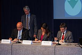 Signature de la convention - Semanticpedia 2012 - 008.jpg