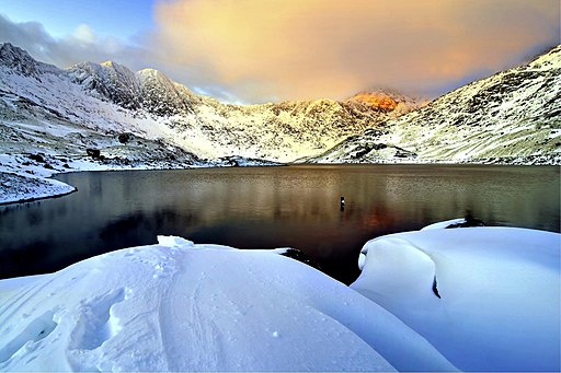 Snowy Snowdon, dawn