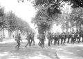 Soldaten beeilen sich - CH-BAR - 3239987.tif