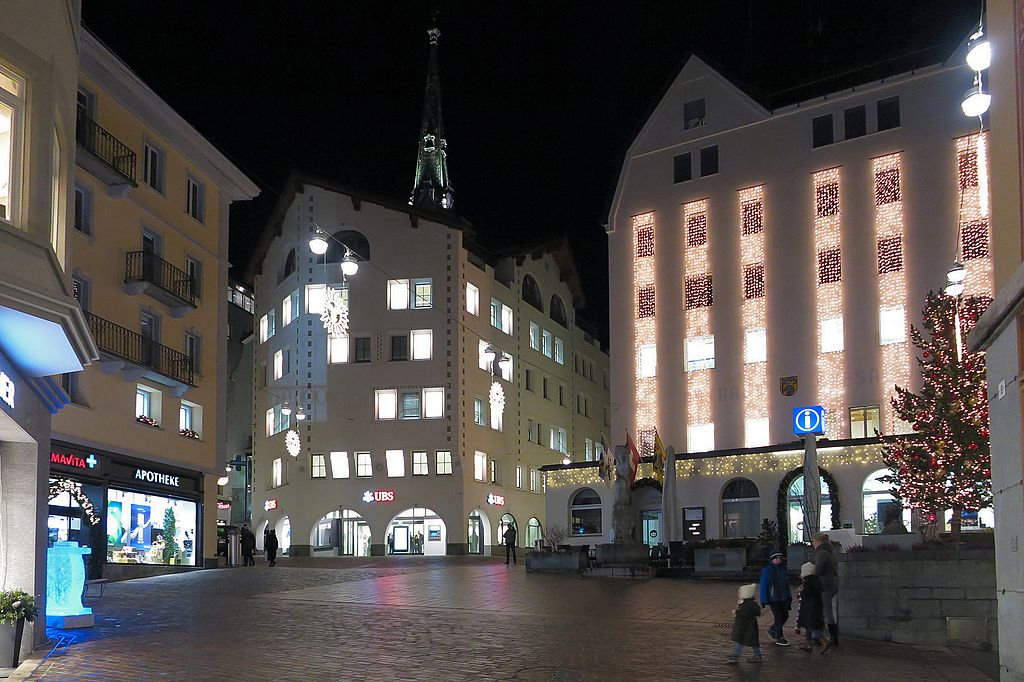 St. Moritz - Via Maistra (16045948196).jpg