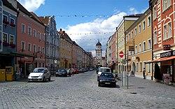 Stadtplatz Vilshofen im Sommer.jpg