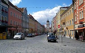 Vilshofen an der Donau - Image: Stadtplatz Vilshofen im Sommer