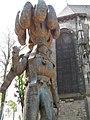 Statue du gilles(bronze) à Binche.jpg