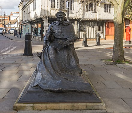 Bronze statue of Cardinal Thomas Wolsey in St Nicholas Street, Ipswich Statue of Thomas Wolsey - Ipswich.jpg
