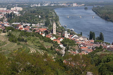 Danube in Krems with the harbour in background Stein adD.JPG