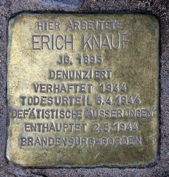 File:Stolperstein Dudenstr 10 (Kreuz) Erich Knauf.jpg