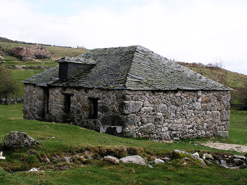 File stone house wikimedia commons for Different types of stone for houses