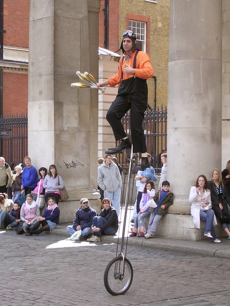 File:Street entertainment at Covent Garden - geograph.org.uk - 150322.jpg