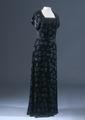Svart sammetsklänning från 1930-talet - Livrustkammaren - 22222.tif