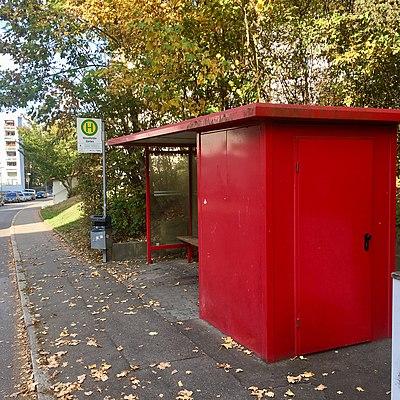 Tübingen-Wennfelder-Garten-Bushaltestelle-1.jpg