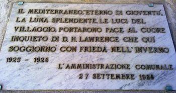 Targa del comune di Spotorno riguardo al soggiorno di D.H. Lawrence e sua moglie Frieda in questa località tra il 1925-1926