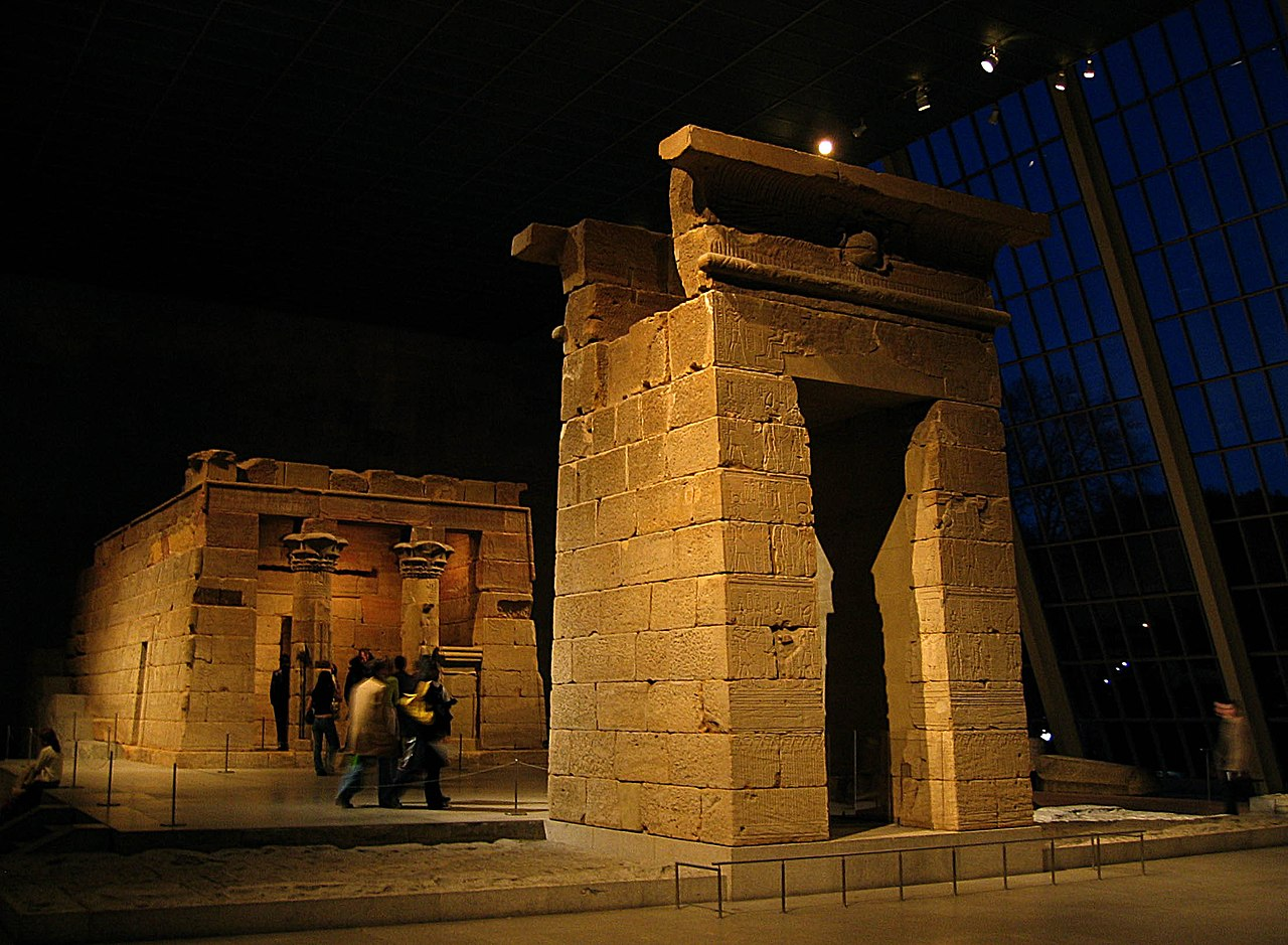 Templo de Dendur 1280px-Temple_of_Dendur-_night