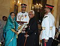 The President, Smt. Pratibha Devisingh Patil presenting the Padma Vibhushan award to Dr. Akhlaq Ur Rahman Kidwai, at an Investiture Ceremony, at Rashtrapati Bhavan, in New Delhi on March 24, 2011.jpg