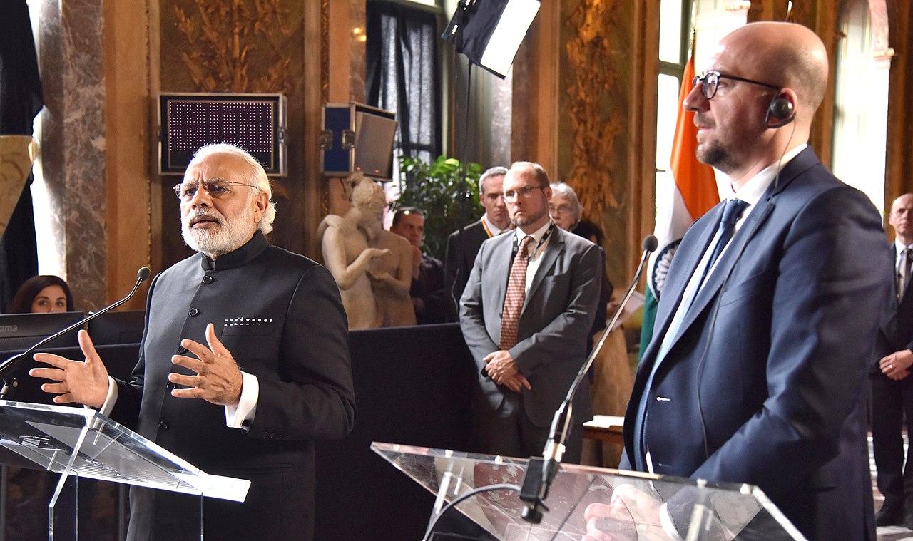 File:The Prime Minister, Shri Narendra Modi giving his ...