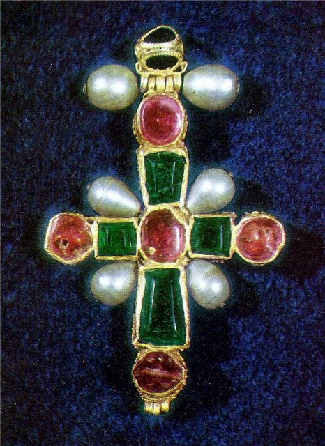The XIIc. cross of Queen Tamara of Georgia - Gold, rubies, emerald and pearls