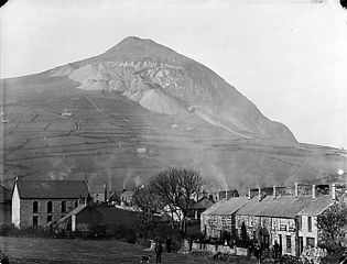 The village and quarry, Trefor, Llanaelhaearn