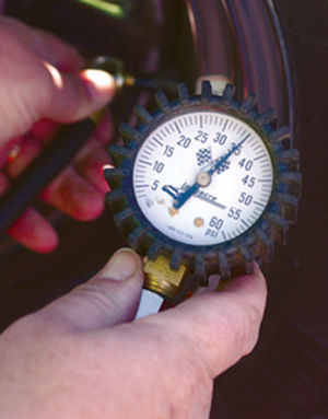 Tire-pressure gauge - A tire-pressure gauge in use.  The example in this image is a Bourdon tube gauge.