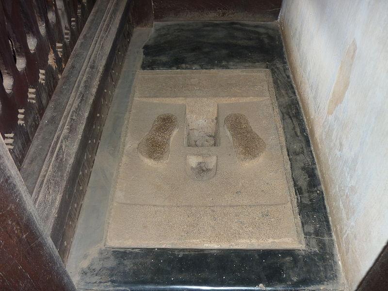 படிமம்:Toilet system in 1400- padmanaba puram -palace.jpg