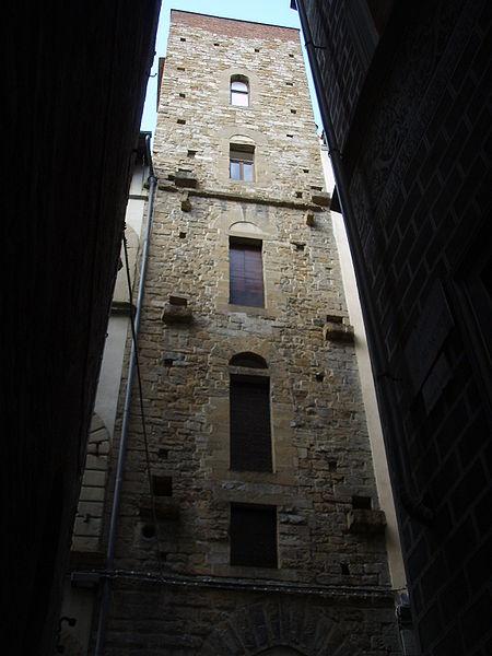 http://upload.wikimedia.org/wikipedia/commons/thumb/8/80/Torre_dei_buondelmonti%2C_01.JPG/450px-Torre_dei_buondelmonti%2C_01.JPG