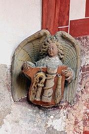 Treis, ehem. Pfarrkirche - Engelskonsole, Geißelsäule (2020-09-20 Sp).jpg