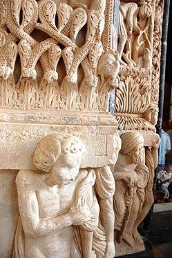 Trogir - Catedral - Detall portalada.JPG