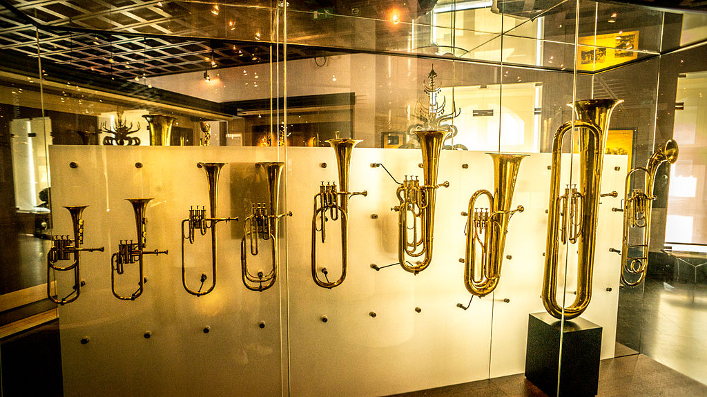 Tuba family instruments - MIM Brussels (2015-05-30 07.18.43 by chibicode).jpg