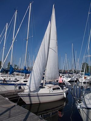 US Yachts US 22 - Image: US Yachts US 22 Sailboat Vesper 3708