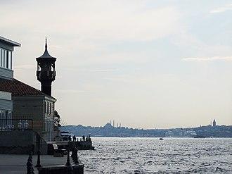 Kuzguncuk - Üryanizade Mosque and the Bosphorus in Kuzguncuk