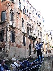 Venezia gondolier.jpg