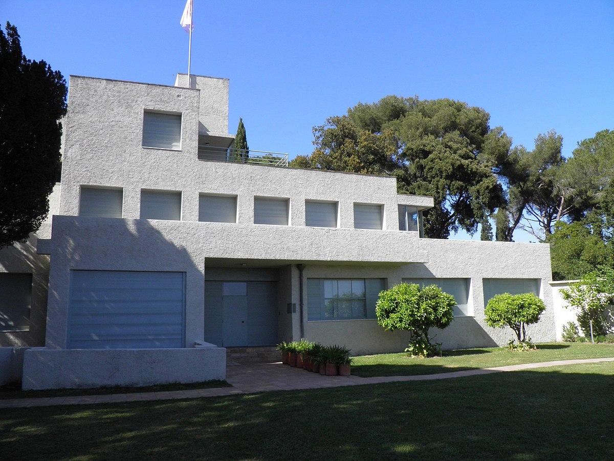Villa Noailles — Wikipédia