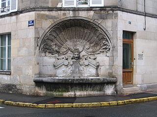La Fontaine de la Coquille, au coin de la rue Tronchet et de la rue Demoustier.