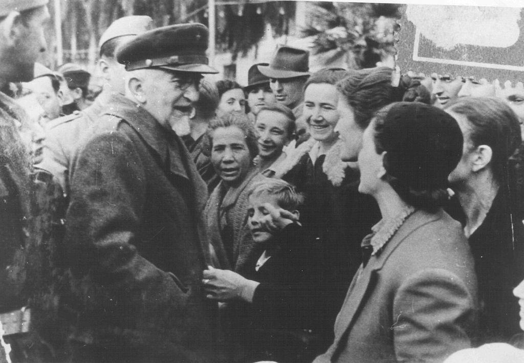 Vladimir Nazor 1024px-Vladimir_Nazor_u_Splitu_1944