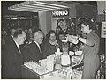 Voorjaarsbeurs in het Krelagehuis. Burgemeester Cremers en andere bezoekers bij de stand van de fa. Nestlé, fabrikant van Nescafe poederkoffie. NL-HlmNHA 54004474.JPG