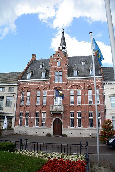 Neogotisch gemeentehuis met vredegerecht, Vrijheid 29, Arendonk