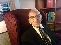Walter Breuning April 8, 2010.jpg