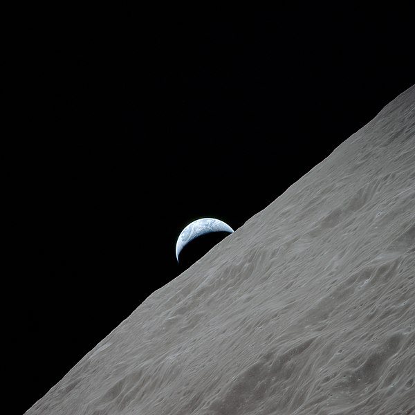 https://upload.wikimedia.org/wikipedia/commons/thumb/8/80/Waning_crescent_earth_seen_from_the_moon.jpg/600px-Waning_crescent_earth_seen_from_the_moon.jpg