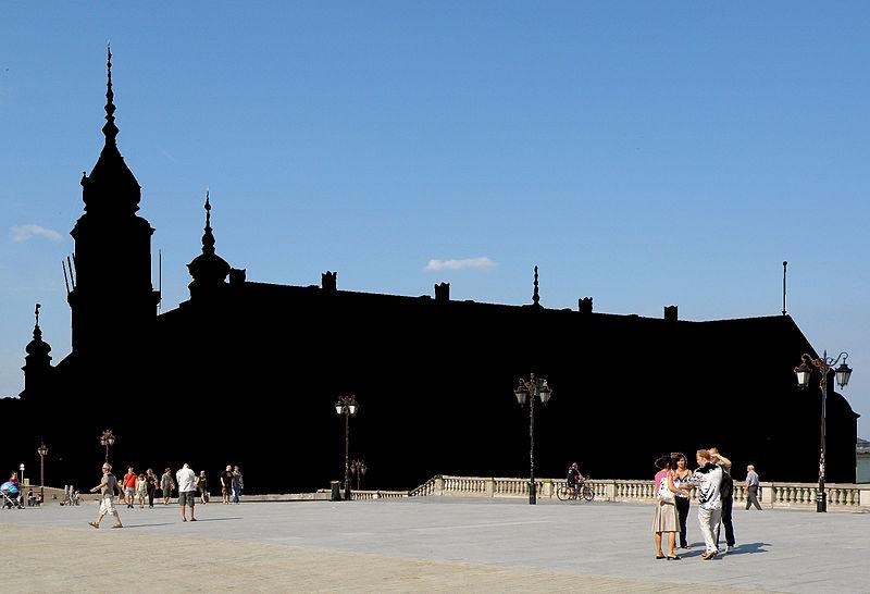 Так мали б виглядати фото, зроблені без отримання дозволу в авторів будівель. Лондонське Око (автор фото Kham Tran), Королівський замок Варшави (автори Ala z, Halibutt) [CC BY-SA]